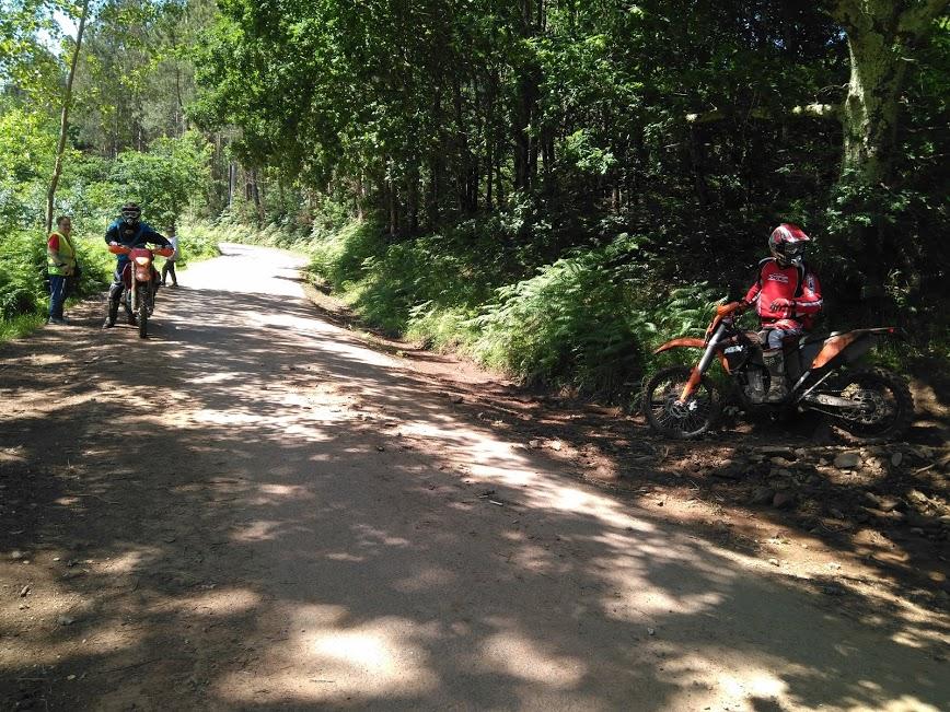 La paz del camino se vió interrumpida por los que practicaban motocross