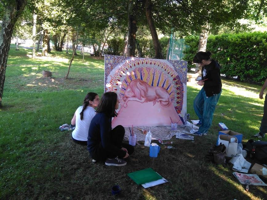 Haciendo un mural las Amigas del Parque do Pasatempo